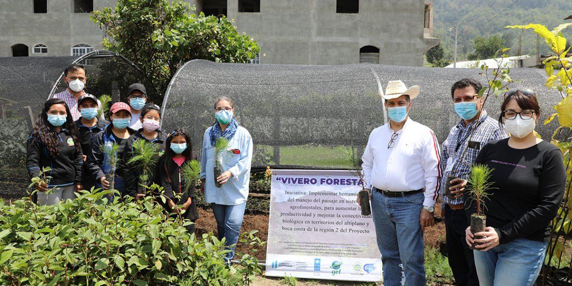 El Ministerio de Ambiente y Recursos Naturales -MARN- junto al Programa de las Naciones Unidas para el Desarrollo -PNUD- verificaron los avances de proyectos que se ejecutan en la cadena volcánica; esta comprende los departamentos de Quetzaltenango, San Marcos y Suchitepéquez.