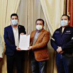 Este miércoles se llevó a cabo la firma de convenios para obras en 24 municipios de Quetzaltenango. El Gobernador Departamental, Erick Tzún De León, culminó la firma los alcaldes y con ello evitar atrasos en el desarrollo de las obras que se ejecutarán; se utilizarán fondos del gobierno por medio del Consejo Departamental de Desarrollo -Codede-.