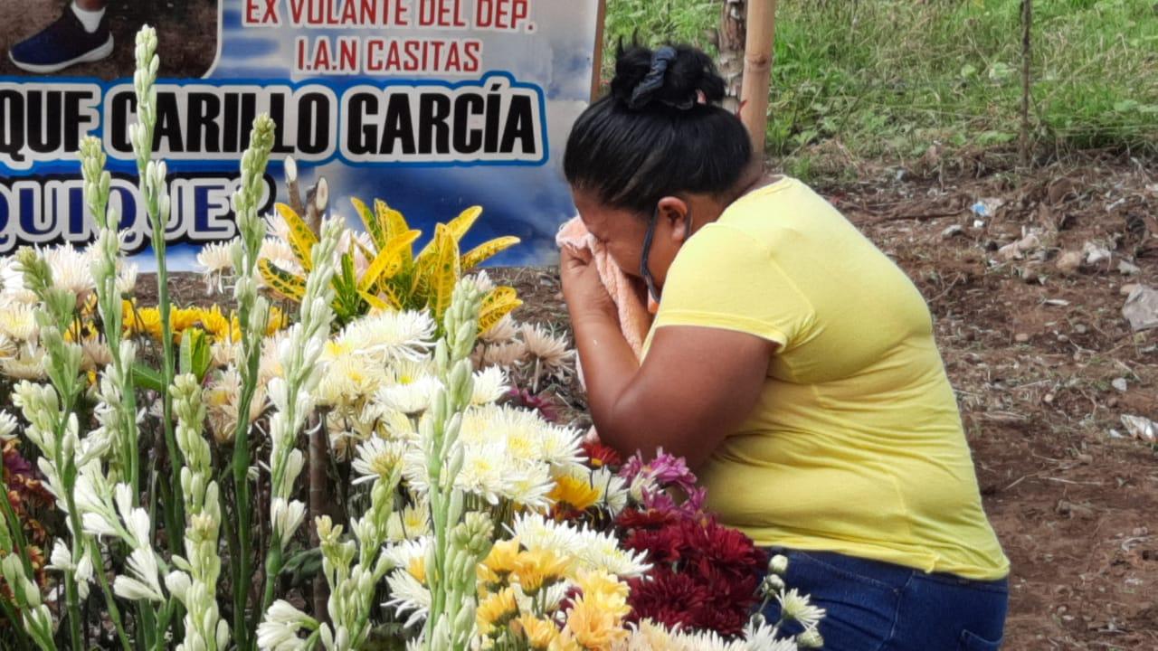 Este 8 de junio se cumple un año de la muerte por COVID-19 de Carlos Enrique Carrillo García. Su cuerpo fue sepultado en un basurero comunal de Aldea Chocolá de San Pablo Jocopilas, Suchitepéquez.