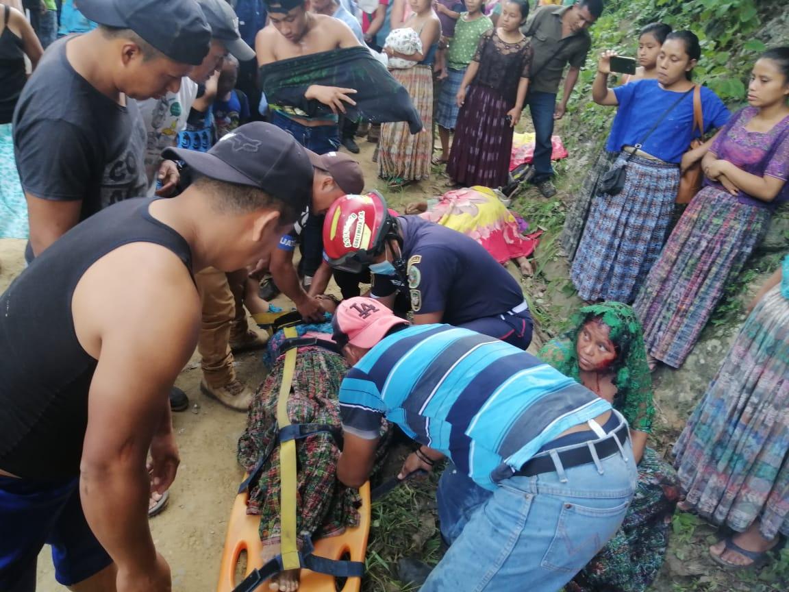Un accidente de tránsito dejó el trágico saldo de tres muertos y diez heridos, en San Miguel Tucurú, en el departamento de Alta Verapaz.