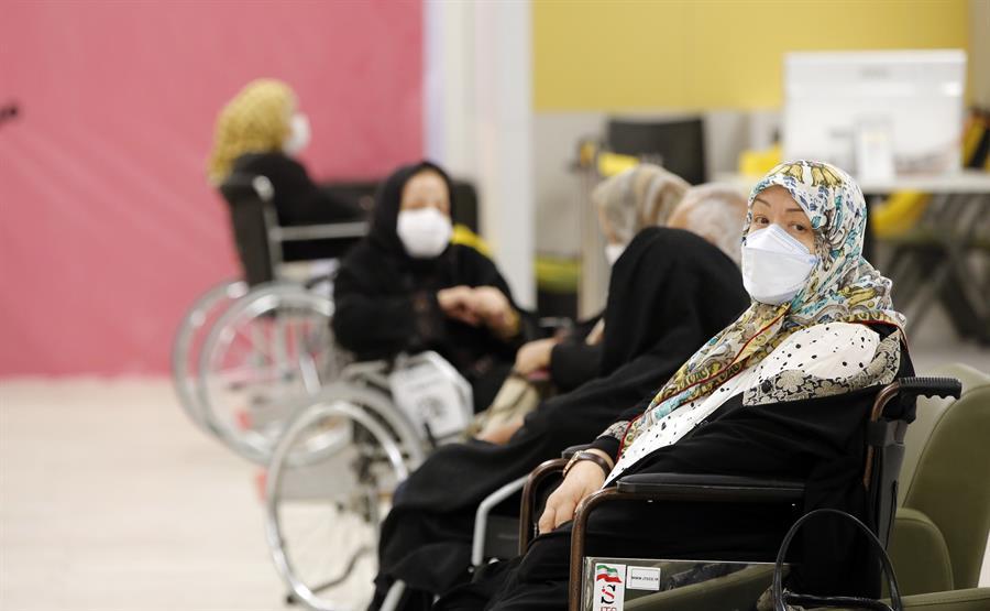 Irán superó los 3 millones de contagios de COVID-19 desde el inicio de la pandemia. Este país centra sus esperanzas en vacunas locales para acelerar la campaña de inmunización.