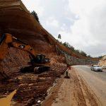Una autopista en la carretera panamericana de Guatemala, que costó 529 mil 325 millones de quetzales, se desmorona con las lluvias que hay en el país. Esta se inauguró en el 2019 por el expresidente Jimmy Morales.