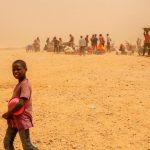 La pandemia de COVID-19 se agrava cada día en África, donde los contagios y muertes se están acelerando. Para las y los niños esto significa perder a padres/madres y abuelos/as que se ocupan de ellos. Así como mantenerse apartados del sistema escolar que les brinda cierta protección frente a distintos tipos de abusos.