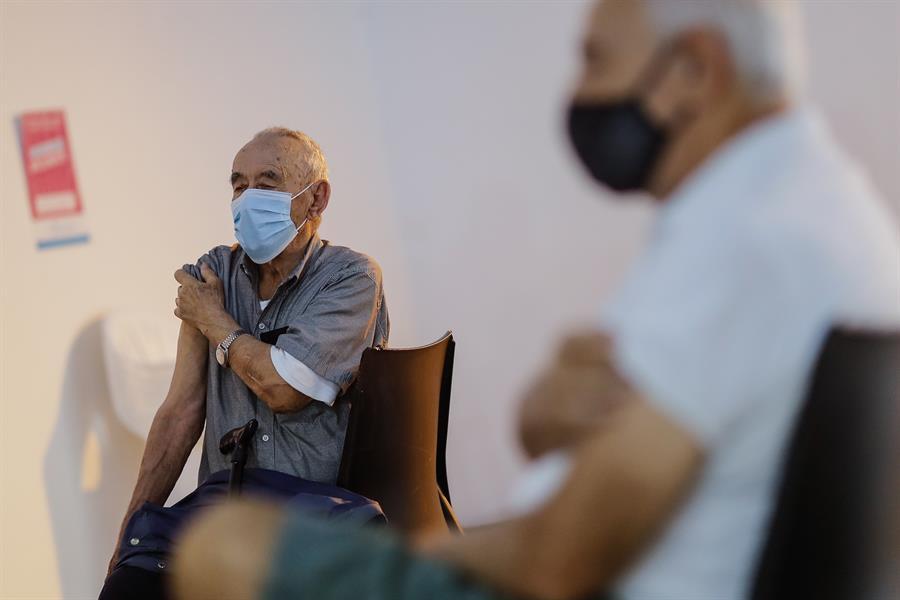 La campaña de vacunación contra el COVID-19 en Argentina alcanzó a toda la población prioritaria con una dosis aplicada; esto supone un total de 13,5 millones de personas, precisó la ministra de Salud del país, Carla Vizzotti.