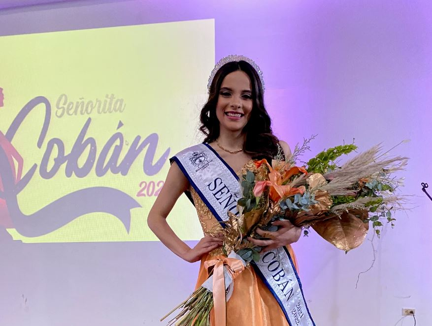 Andrea Michelle Nájera Cabrera, de 21 años, fue electa como la nueva señorita Cobán 2021-2022; el deseo de la joven es aprovechar su conocimientos universitarios que está adquiriendo en el cuarto año de la Licenciatura de Médico y Cirujano.