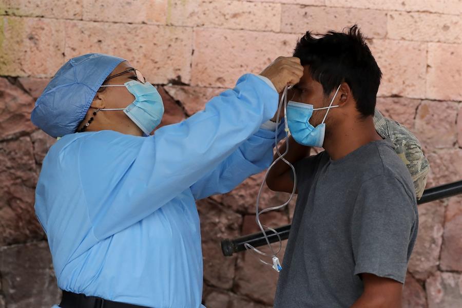 Las autoridades sanitarias de Honduras están investigando un posible caso de la variante Delta (B.1.617.2) del coronavirus. Así lo informo la jefa de Vigilancia Epidemiológica, Karla Pavón.