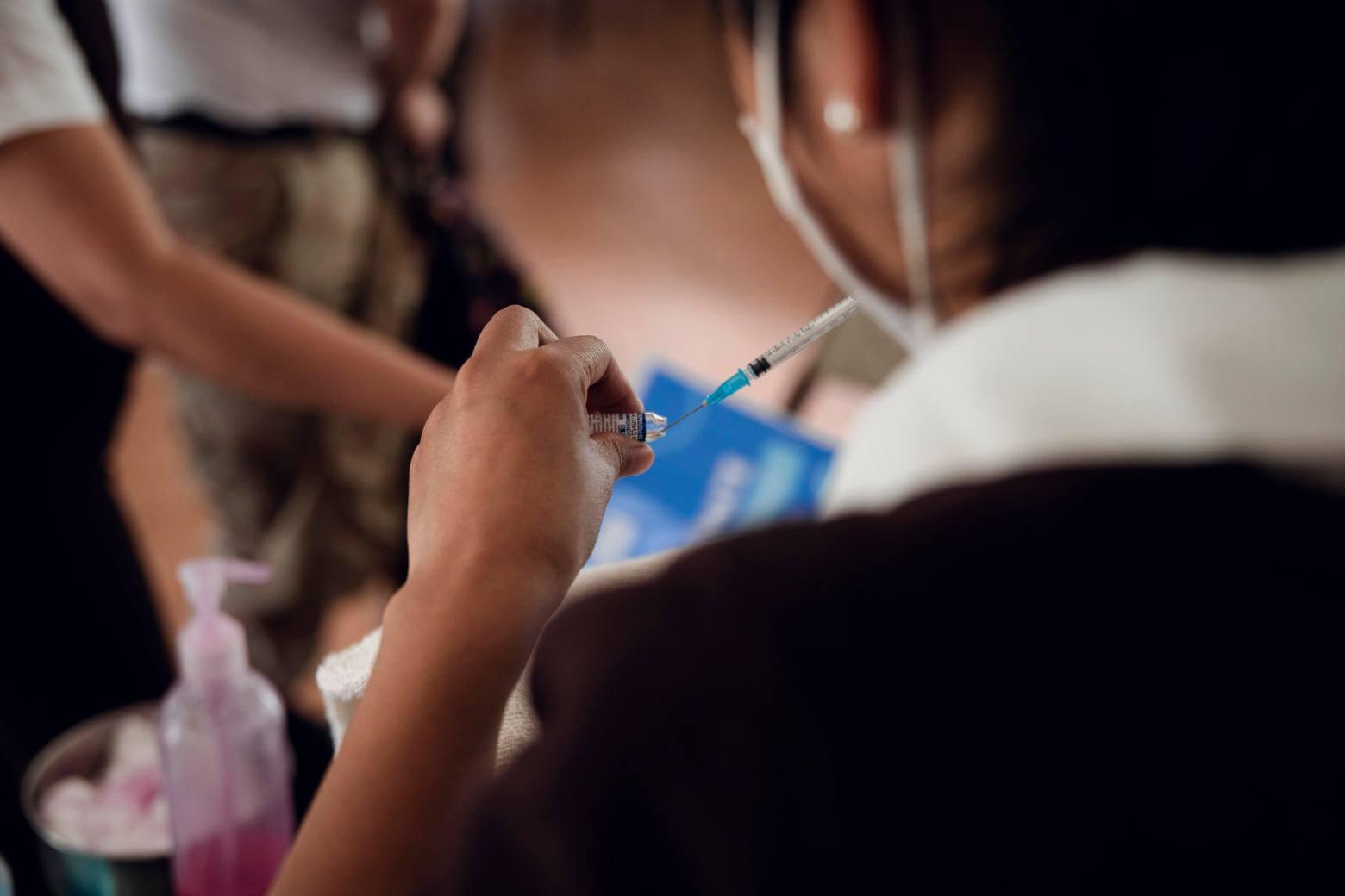 Alta Verapaz empieza a vacunar a personas mayores de 40 años