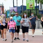 COVID-19: Disney restablece el uso de mascarillas en sus parques en Orlando