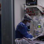 Argentina reportó 12 mil 555 nuevos casos de COVID-19, con lo que el número total de positivos asciende a 4 millones 859 mil 170. Mientras que los fallecimientos se elevaron a 104 mil 105, tras ser notificadas 384 muertes en las últimas 24 horas.