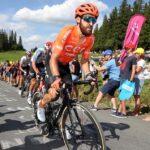 El ciclista alemán Simon Geschke ha dado positivo en un test de COVID-19 y no participará en la carrera del sábado en el monte Fuji; así indicaron fuentes de la delegación germana.