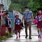 Cuba retomará el curso escolar 2020-2021 el 6 de septiembre de forma presencial tras más de un año a distancia si las condiciones epidemiológicas lo permiten; así lo informó este jueves el viceministro de Educación, Eugenio González, en medio del peor rebrote de COVID-19 en el país.