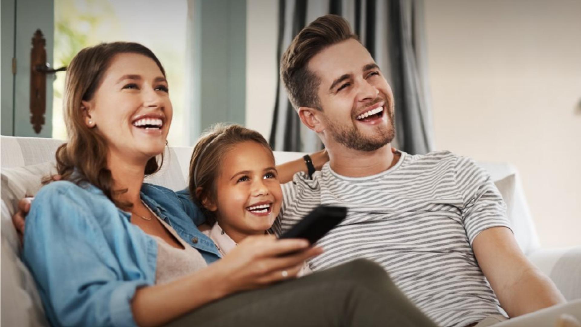 Pensar en mejoras para el hogar, nos hace creer que es un gasto, cuando en realidad es una excelente forma de invertir. Así como convertir tu sala en un espacio de entretenimiento, sin salir de casa y exponerte.