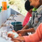 """Scott, la marca de papel higiénico y toallitas de Kimberly-Clark, anunció la continuación de su programa global de saneamiento """"Baños Cambian Vidas"""" en Guatemala. Esto como parte de su compromiso de desarrollar productos e iniciativas que impacten positivamente la vida de las personas."""