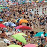 El aumento de la incidencia del COVID-19 en España ha provocado que las reservas turísticas cesen. La situación de este sector es ahora más incierta tras la imposición de restricciones en distintos países europeos. Por lo que se ven frenadas las esperanzas de recuperar el turismo, un sector clave en la economía española.