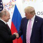 """El presidente ruso, Vladímir Putin, autorizó una operación secreta para ayudar al republicano Donald Trump a ganar las elecciones estadounidenses de 2016. Reveló así el diario británico """"The Guardian"""" a partir de unos papeles filtrados del Kremlin."""