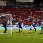 La Selección de Guatemaa se despidió de la Copa Oro con un empate 1-1 frente a Trinidad y Tobago, en el Toyota Stadium, en Texas. La escuadra guatemalteca terminó en el último lugar del grupo A que dejó clasificados a México y El Salvador en primer y segundo puesto. Los trinitarios también quedaron fuera.