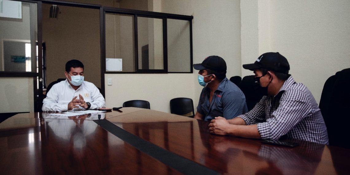 El mal estado de una carretera en Alta Verapaz, obligó a una reunión entre Gobernación Departamental y líderes comunitarios.