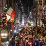 La multitudinaria celebración de la Eurocopa organizada por la selección de Italia el pasado lunes en Roma, abrió un debate en el país; esto por los peligros sanitarios que esta conllevó en un momento de pandemia.