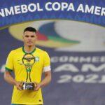 El defensa de la selección brasileña Thiago Silva criticó en sus redes sociales a los seguidores de su país que apoyaron a Argentina en la final de la Copa América; esto dos días después de perder la final de la Copa América ante Argentina, e en la decisión del Maracaná.