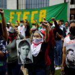 Salvadoreños recuerdan a universitarios masacrados y protestan contra Bukele