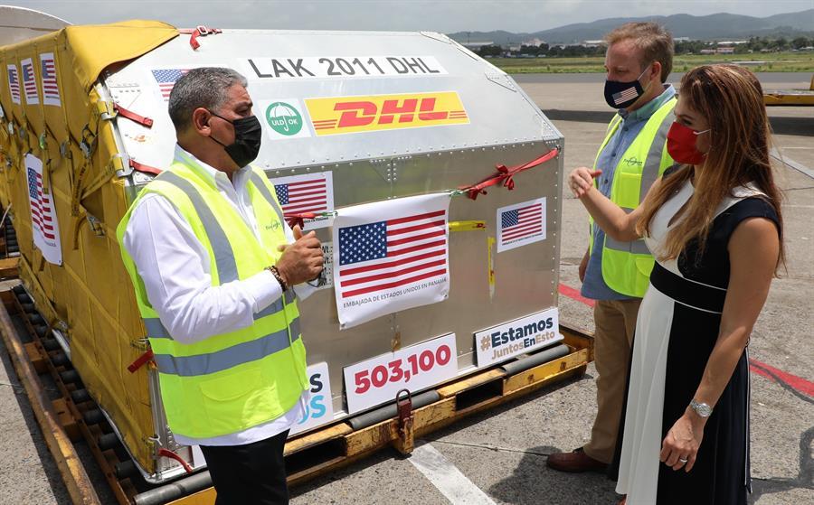 Estados Unidos ha donado y entregado más de 110 millones de dosis de vacunas contra COVID-19 a más de 60 países; entre estos figuran algunos latinoamericanos como Guatemala, Argentina, Bolivia, Colombia o Ecuador, entre otros, informó este martes la Casa Blanca.