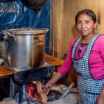 """La Agencia de Cooperación Internacional de Corea -KOICA- y el Club de Becarios de KOICA Guatemala compartieron información relevante sobre su más reciente proyecto. Este consiste en la """"Donación de estufas ecológicas a centros universitarios de la Universidad San Carlos de Guatemala como apoyo a los procesos educativos sobre seguridad alimentaria con pertinencia cultural""""."""