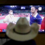 Familiares, amigos y vecinos del badmintonista guatemalteco, Kevin Cordón, madrugaron este lunes para apoyar al deportista en el duelo por la medalla de bronce en Tokyo 2020. Esto en el parque central de su natal municipio La Unión, Zacapa.