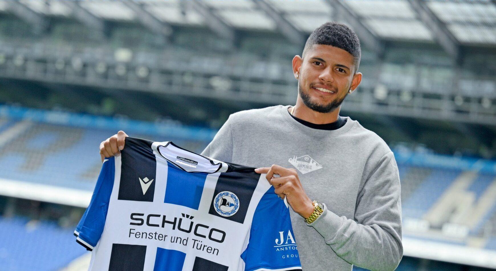 El seleccionado panameño Andrés Andrade jugará en el Arminia Bielefeld anunció este martes el club de la primera Bundesliga alemana.