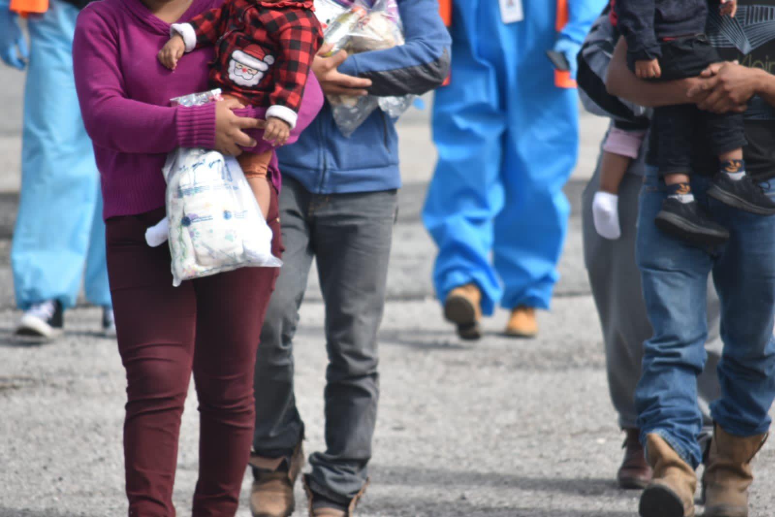Guatemala ha recibido en los últimos cinco días un total de 44 familias migrantes procedentes de Estados Unidos; esto en el recién inaugurado Centro de Recepción de Retornados, desde que ese país reanudara los vuelos de deportación expedita el pasado viernes.