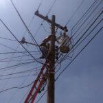 La Empresa Eléctrica Municipal de Quetzaltenango -EEMQ-, ha ordenado suspender el servicio de energía eléctrica a 30 usuarios por falta de pago. Algunos de los cortes, además de la deuda, también se deben a que existen conexiones ilegales.