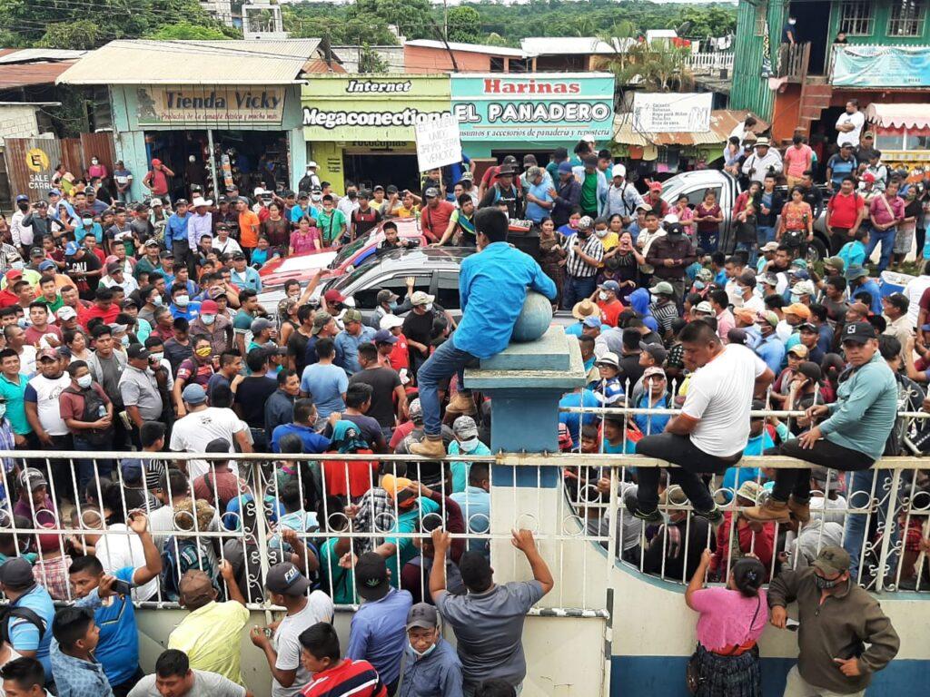 Quiché: Manifestación de transportistas en Ixcán provocaron daños al edificio municipal