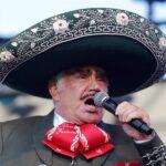 El cantante de música ranchera Vicente Fernández, de 81 años, avanza en su recuperación, aunque le fue realizada una traqueotomía; esto luego de una semana de haber sido hospitalizado tras una caída en su natal Guadalajara.