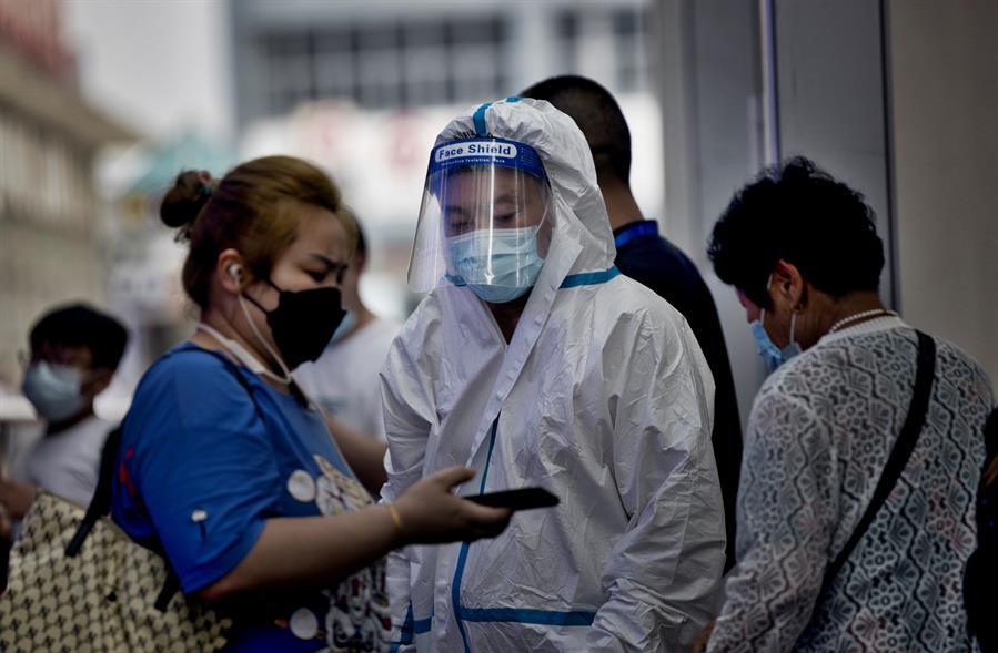 China emprendió campañas de test masivos y decretó confinamientos parciales en varias ciudades del país. Esto con el objetivo de combatir los últimos rebrotes que han causado ya más de 300 infectados.
