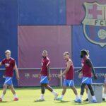 La plantilla del Barcelona se ejercitó en la Ciudad Deportiva Joan Gamper de nuevo sin Frenkie de Jong, que hizo trabajo específico por segundo día consecutivo; sin embargo, el holandés Memphis Depay se unió al entrenamiento tras una jornada al margen del grupo.