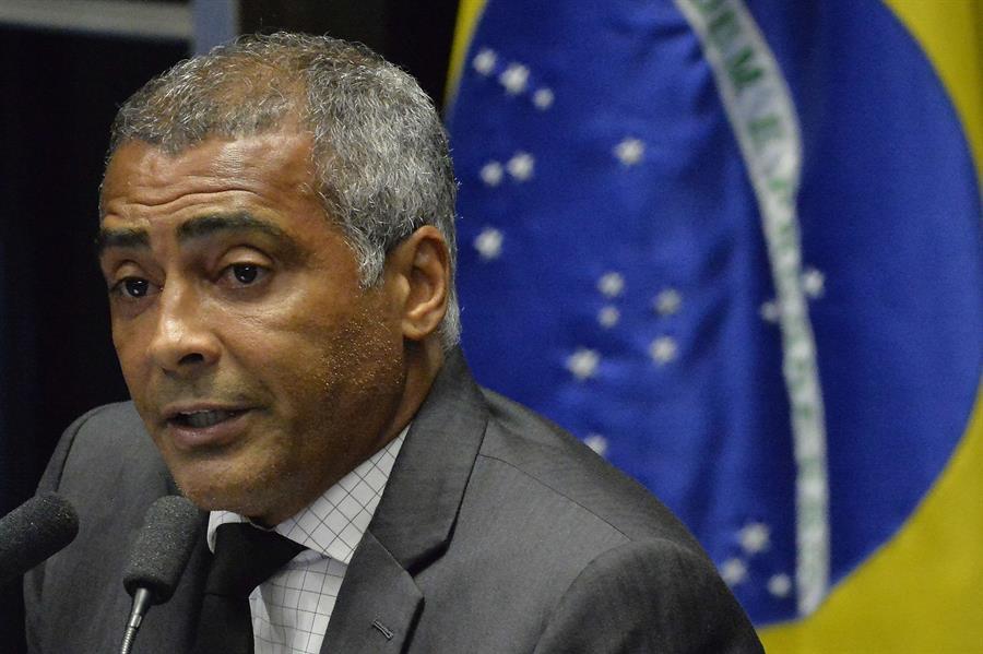 El exfutbolista y senador brasileño Romario de Souza se sometió de emergencia a una operación para retirarle la vesícula; así lo confirmaron este viernes fuentes del hospital de Río de Janeiro donde se recupera.