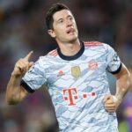 El delantero polaco del Bayern Múnich Robert Lewandowski aseguró este martes, tras recibir la Bota de Oro de la anterior temporada, que compite consigo mismo y no con Lionel Messi y Cristiano Ronaldo.