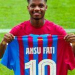 El delantero del Barcelona, Ansu Fati, se convierte en el heredero del dorsal 10 de Leo Messi en el equipo azulgrana después de la marcha del jugador argentino al París Saint-Germain este verano.