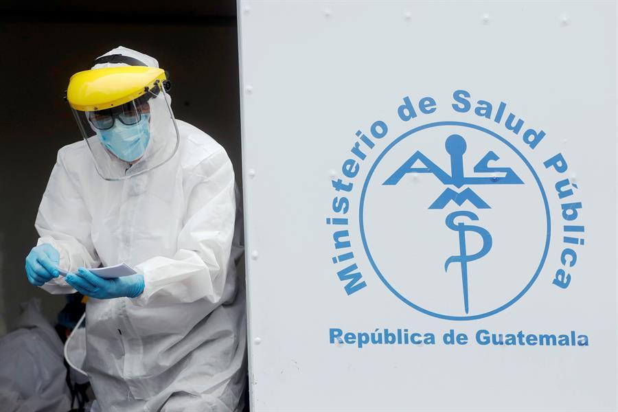 Guatemala reportó este domingo un total de 30 muertes por COVID-19 y 4 mil 887 nuevos contagios de la enfermedad; por lo que acumula 13 mil 730 decesos a causa de la enfermedad y 570 mil 453 casos positivos desde el inicio de la pandemia.