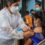 Autoridades de Baja Verapaz comenzaron a vacunar contra el COVID-19 a menores de 12 a 17 años en Purulhá y San Miguel Chicaj.