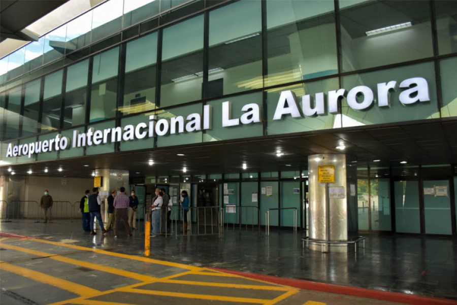 Guatemala removió este jueves la prohibición de ingresar al país que había impuesto desde abril pasado a viajeros procedentes de Reino Unido, Irlanda del Norte, Sudáfrica y Brasil; todo a causa de la pandemia del COVID-19.