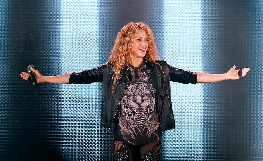Un grupo de jabalíes atacó al cantante colombiana Shakira en un parque de Barcelona; le arrebataron el bolso y el teléfono celular. La presencia de estos animales en varias ciudades españolas provoca cada vez más problemas.
