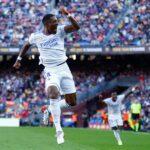 El Real Madrid venció 2-1 de visitante al FC Barcelona en el Camp Nou en el clásico de la Liga Española; además encadenó una serie de cuatro triunfos consecutivos ante el Barsa.