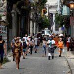 El Ministerio de Salud Pública de Cuba (Minsap) confirmó este miércoles 1 mil 550 nuevos casos de COVID-19; además de 13 fallecidos por complicaciones de la enfermedad, unas de las cifras más bajas de los últimos meses.